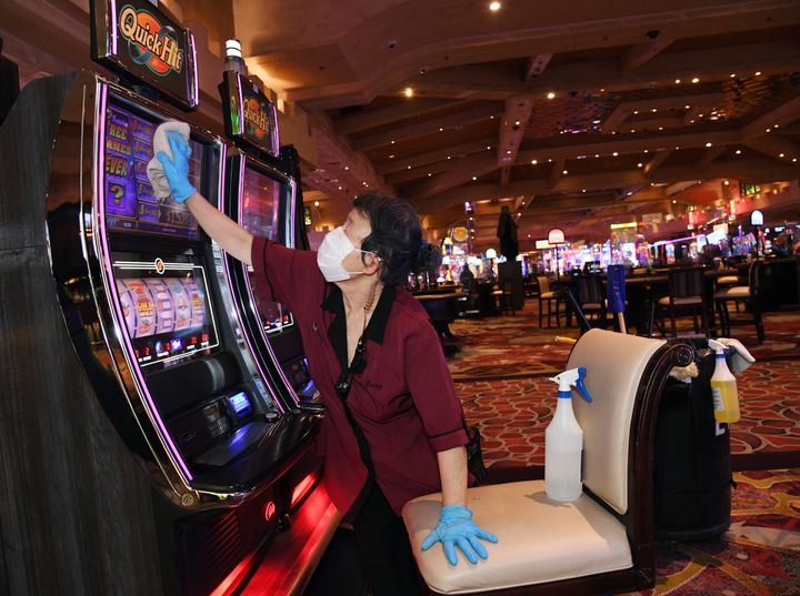 Las Vegas Casino Workers Beg Guests To Wear Masks As Nevada Cases Rise