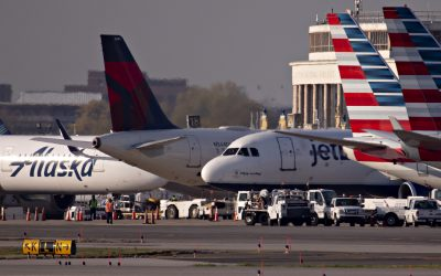 U.S. airline stocks ease off of multi-week highs as S&P 500 gives up gains