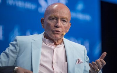 Looks like a 'double top' in the S&P 500, investor Mark Mobius warns